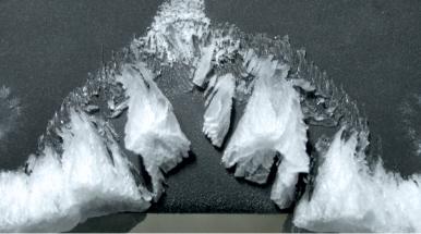 ghiaccio su una superficie